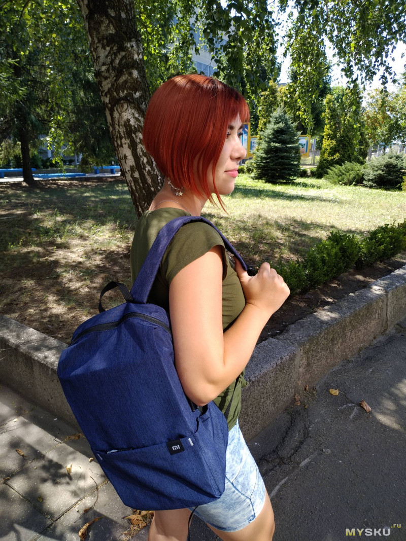 XIAOMI 10L - небольшой рюкзачок.