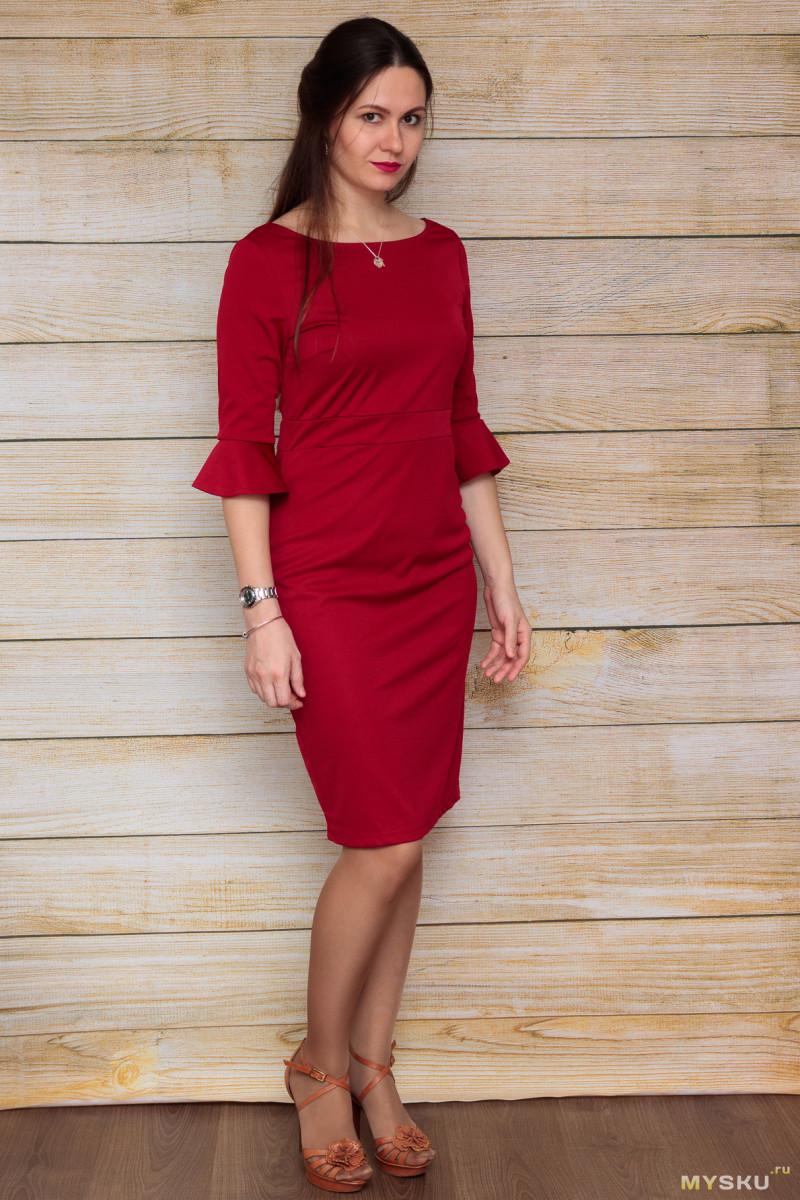Красное платье с рукавами три четверти