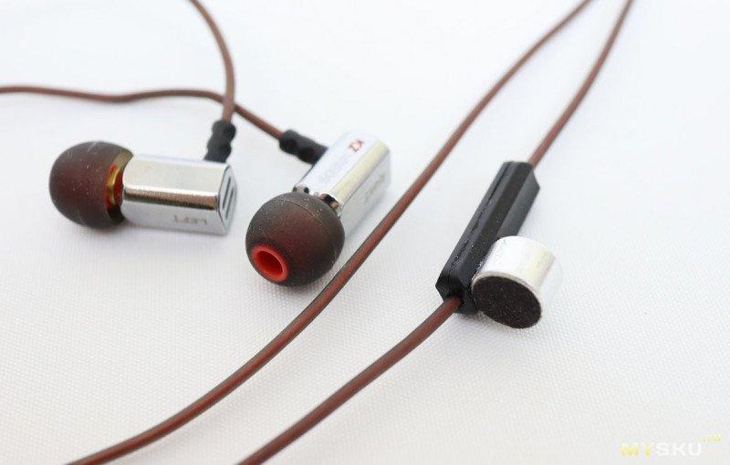 Опять китайское удешевление или переделка микрофона проводной гарнитуры.