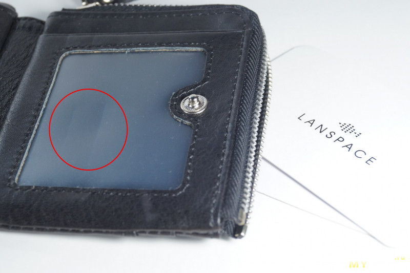 Короткий кошелек с отделением для монет.
