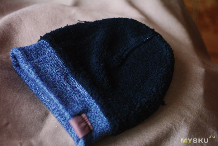 Комплект из сенсорных перчаток шапочки и шарфа