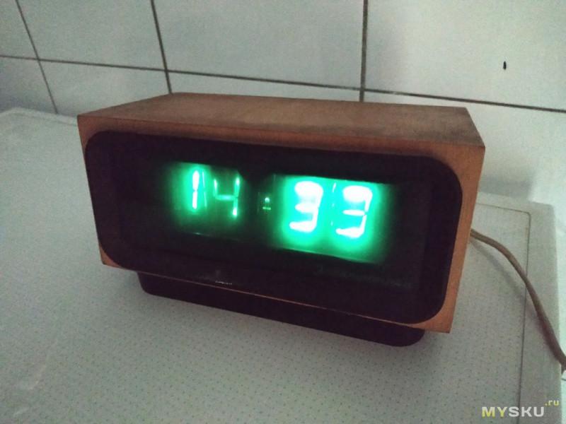 Винтажные часы на лампах с помойки и их восстановление