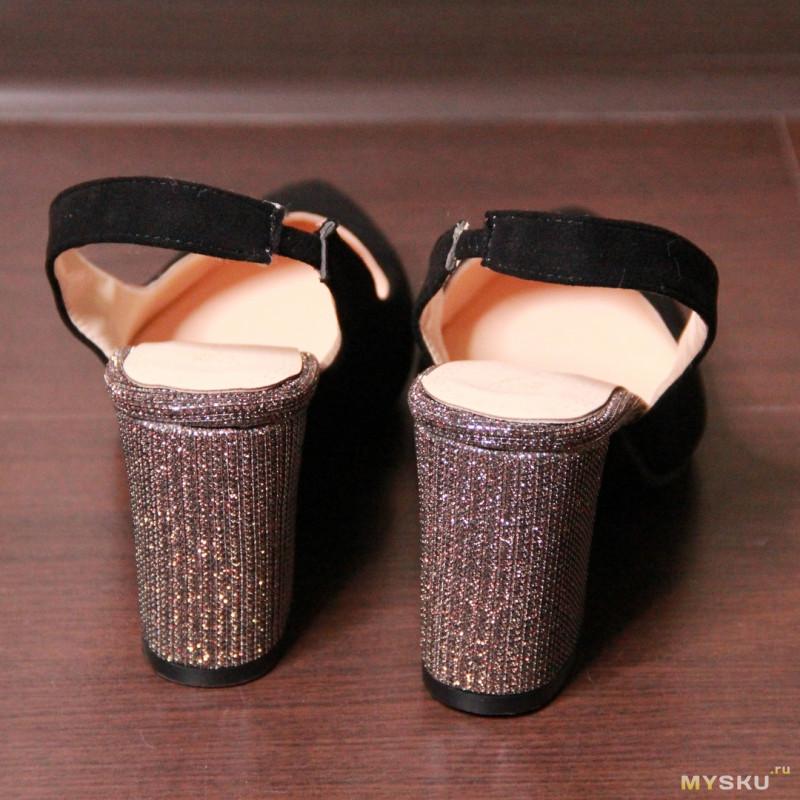 Красивые босоножки на лето с оригинальным каблуком