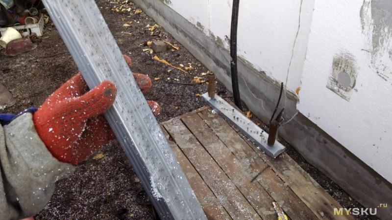 Инструмент для выравнивания стыков пенопласта при утеплении дома