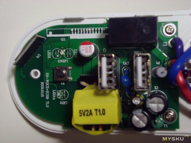 Умная розетка с управлением по сети wi-fi и USB зарядкой.