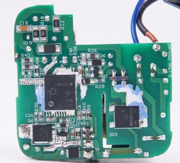 Однопортовый зарядник 65W GaN от UGREEN, модель CD217