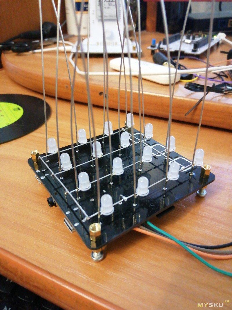 Небольшой LED-куб с голосовым управлением